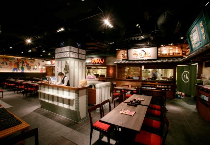 名古屋めしが味わえる店舗が集まった複合店舗の名古屋丸八食堂様。会計はレジ1台で行いますが、出店されているテナント店舗の売上集計は他の店舗と混同しない様に集計します